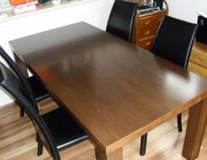 ナラ突板テーブル